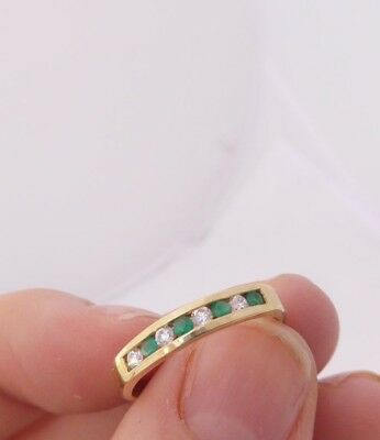 9ct/9k gold Emerald green chrysoprase eight stone ring, 375