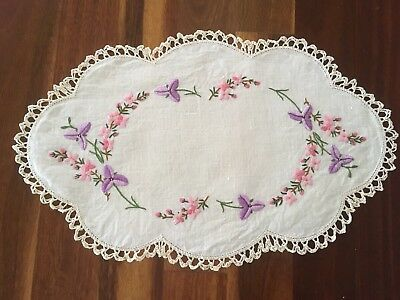 Superb Vintage Linen Embroidered Native Flower Fringed Lily Centrepiece Doily Ex