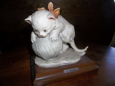 "Giuseppe Armani ""Kitten on a Wool Ball"" figurine in perfect condition."