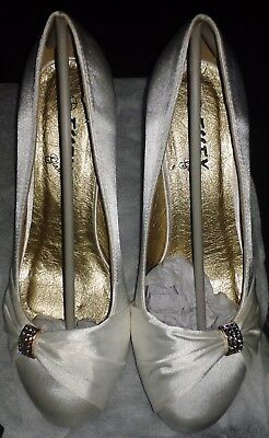 Ladies Ivory Satin 3 inch Heel Shoes Size 7 EU 40 by Essex Glam
