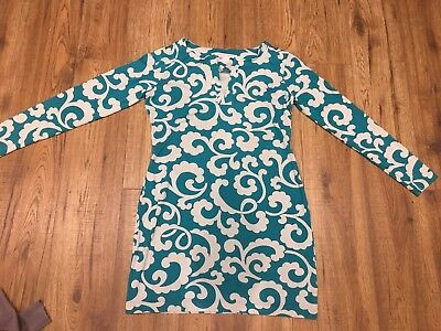 DIANE von FURSTENBURG GREEN AND WHITE TUNIC with V cut feature to neck  Size 4