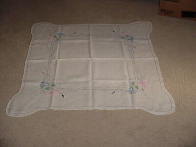 """Vintage Tablecloth Embroidered Flowers Applique Crochet cardtable size  39"""" x 39"""