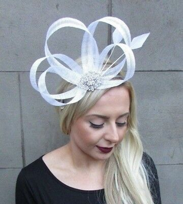 White Silver Sinamay Feather Fascinator Races Alice Hair Band Headband Vtg 4838