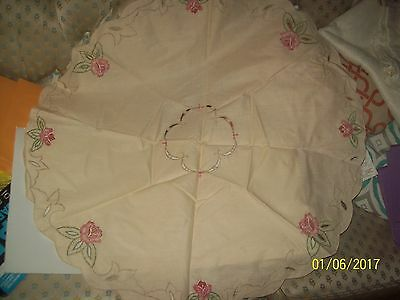 "Vtg Antique Look 32"" Round Embroidered Floral Fabric Scalloped Doily Tablecloth"