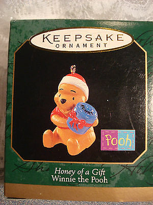 HONEY OF A GIFT WINNIE THE POOH,  Hallmark Miniature Ornament
