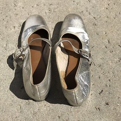 Vintage Women's Silver Ballet Slipper Style Leather Flats 7