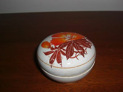 Rare Antique 17Th C Chinese Hand Painted Porcelain Round Box With Insert