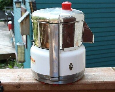 VINTAGE ACME Supreme JUICERATOR Juicer Vegetable Machine 6001 WORKS Kitchen