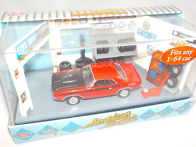 Motor Max Moments in time American Graffiti 1970 Dodge Challenger Red  1/64
