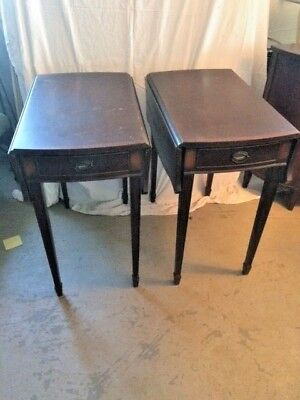 Pair of Mid-Century mahogeny veneer end tables with brass hardware