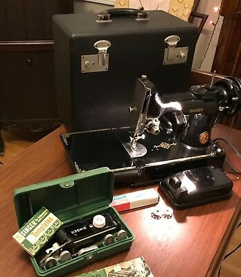 1948 Singer 221 Featherweight Sewing Machine With Accessories & Case
