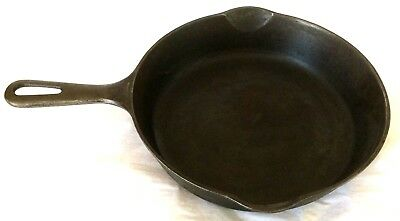 "Vintage GRISWOLD 9""D CAST IRON SKILLET No. 6.  Small logo. #699T. Made in USA."