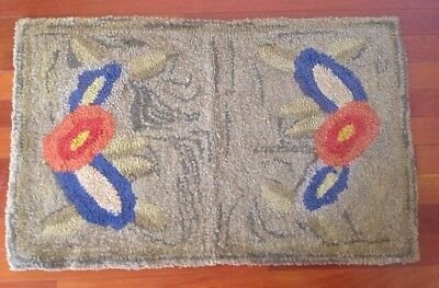 Antique Vintage American Hand Hooked Rug Floral Design Flowers Country Primitive