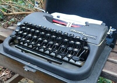 VINTAGE 1940s MADE IN ENGLAND OLIVER COURIER TYPEWRITER - NICE WORKING ORDER