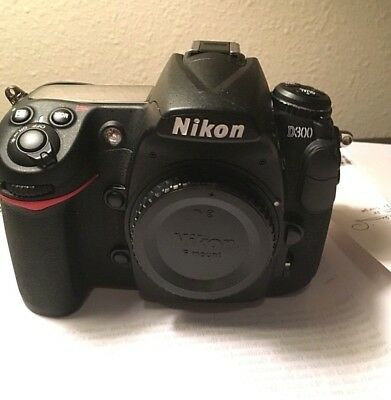 Nikon D300 body only with 3 batteries, 3 filters, lens hood 72 mm and remote