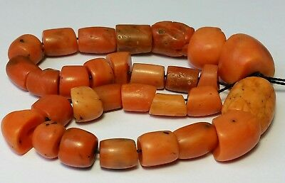 A BEAUTIFUL STRAND OF UNDYED ANTIQUE NATURAL CORAL BEADS (41 gram)