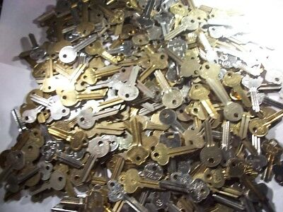 LOT OF 310 keys  MISC  HOUSE   KEY BLANK  UNCUT  OLD  SOME NEW      LOCKSMITH