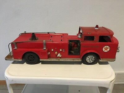 Vintage 1960's A.M.F WEN-MAC Promo TEXACO FIRE CHIEF PRESSED STEEL TRUCK