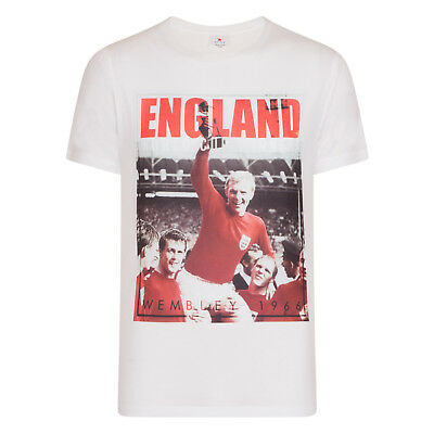 England Football Gift Bobby Moore 1966 World Cup Winners Mens T-Shirt