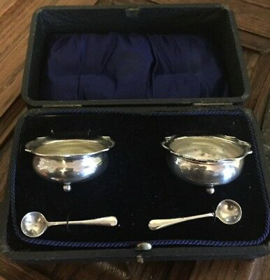 Stunning Pair Of Cased Scalloped Edged Silver Salts With Matching Spoons.