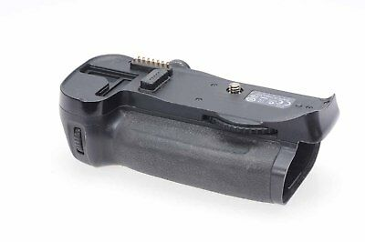 Genuine OEM Nikon MB-D10 Multi Power Battery Grip (NO Battery Insert Include#748