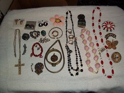 Vintage Costume Jewelry Lot Of 27 Pieces  Estate Find Pre-Owned (Lot 3)