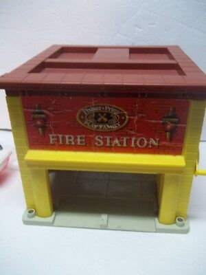 1979 Vintage Working Fisher Price Play Family Fire Station With Little People