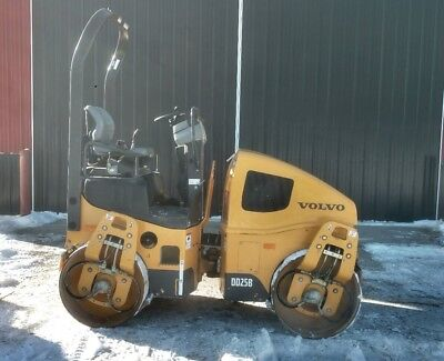 2014 DD25B compactor low hours 752