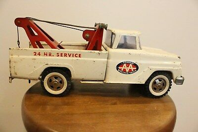 Vintage Tonka Pressed Steel Aa Wrecker Tow Truck Toy White And Red Garage