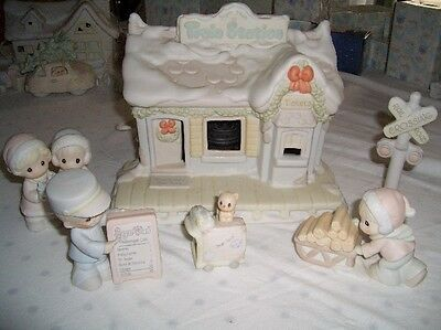 $ Precious Moments Sugar Town Train Station Set Collectable Christmas