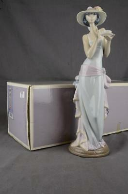 RARE LLADRO FIGURINE TEA TIME # 05470 5470 with BOX - MINT & SIGNED BY MR LLADRO