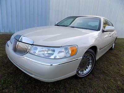 2001 Lincoln Town Car Cartier L - ONLY 89K Miles - 2 Owners - 100% FLA! 2001 Lincoln Town Car Cartier L Automatic 4-Door Sedan