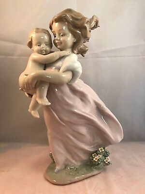 6681 Lladro Figurine PLAYING MOM Mother and Child Millenium Porcelain Retired