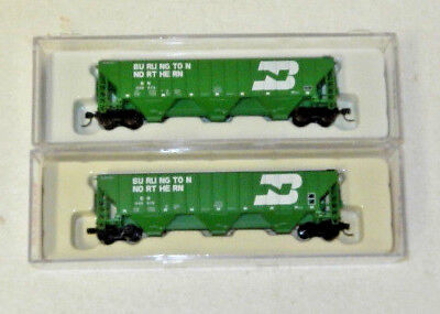 2 x Atlas N Scale Burlington Northern 3 Bay Covered Hoppers