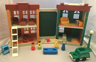 Fisher Price Little People Play Family Sesame Street Apartment/House #938 Toy