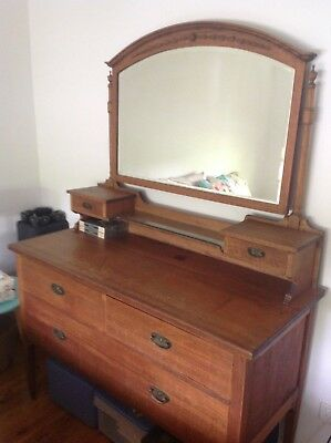 Solid timber dressing table