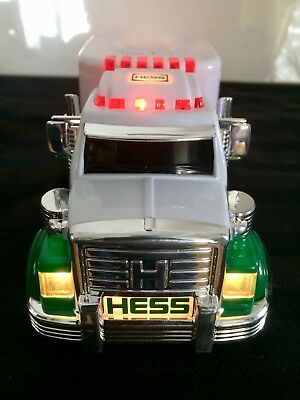 2010 HESS Gas Tractor Trailer Truck NEW IN ORIGINAL BOX NOS Light Up Like Tonka