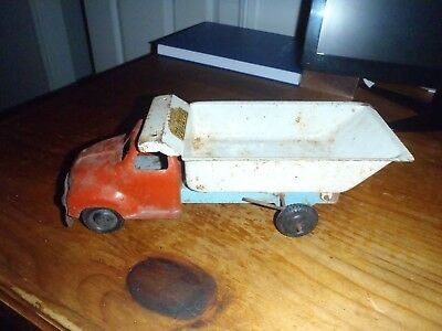 WYN - TOY 5 TON TIPPER , RARE & HARD TO FIND . 1950s