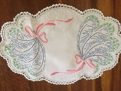 Pretty vintage linen hand embroidered Ribbons, Fans Daisy Centrepiece Doily Exc