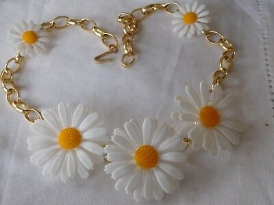 Lovely Vintage 1960s Lucite DAISY Necklace