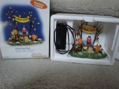 NOS Dept.56 2004 Halloween Snow Village Caramel Apple Stand With Lights MINT !!