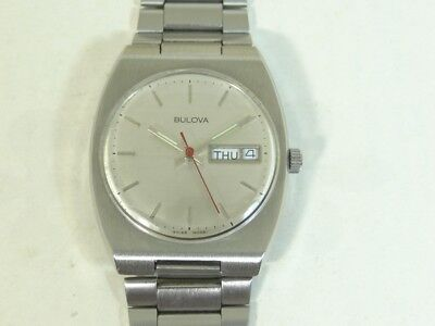 Vintage Bulova 2836 Automatic Day And Date Men's Watch Swiss Made.