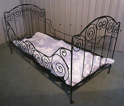 Charming French Wrought Iron Single Or Day Bed Free Delivery E&w