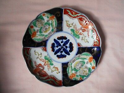 HAND PAINTED JAPANESE IMARI PLATE WITH SCALLOPED  EDGES 8 1/2 INCH No1
