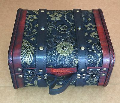 Exquisite Vintage-style small suitcase with cotton flannel inside ( HF 040-A )