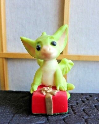 """1995 Whimsical World of Pocket Dragons Figurine """"It's a Present"""" Flambro"""