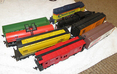 HO Model Trains, lot of 2 engines and 6 freight wagons -Used-