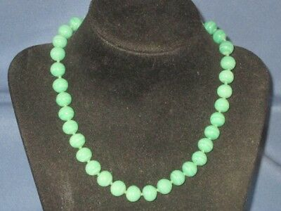 Vintage Knotted Green Peking Glass Bead Single Strand Necklace