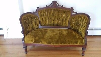 Beautiful Vintage wooden carved couch. Love seat in valor