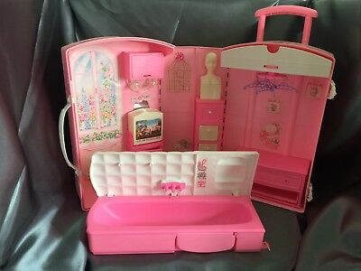 Barbie's Fold Out House/bedroom Travel Suitcase 1995  (Fobts1)